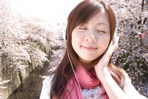 ヘッドホンで音楽を聴く
